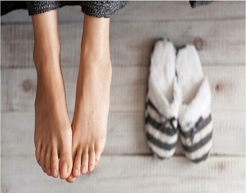 من اللّون إلى الشّكل.. هذا ما تكشفه قدماكِ عن حالتكِ الصحيّة