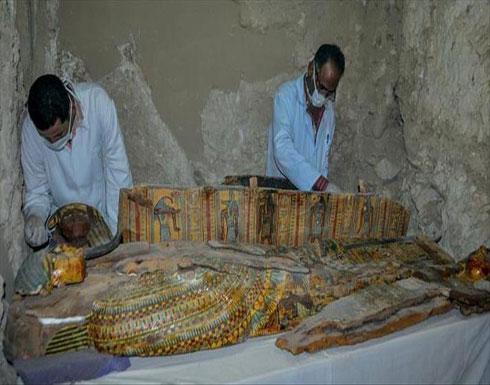 مصر.. اكتشاف بئر دفن أثري يحوي بقايا تماثيل فرعونية