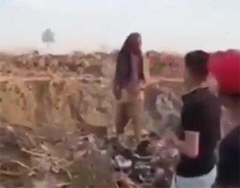 مصر.. القبض على شابين تنمّرا على عجوز معاق (فيديو)