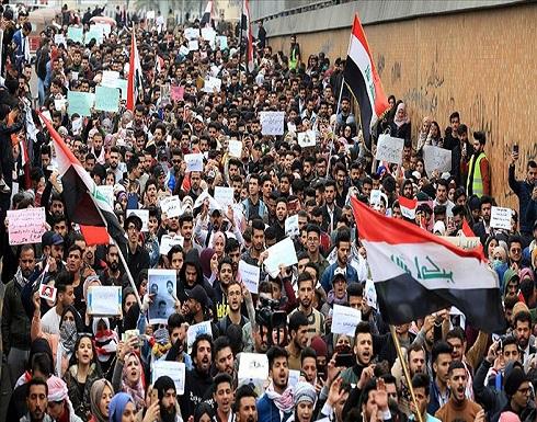 """بغداد.. آلاف المتظاهرين يتحدون """"كورونا"""" في ساحة التحرير"""