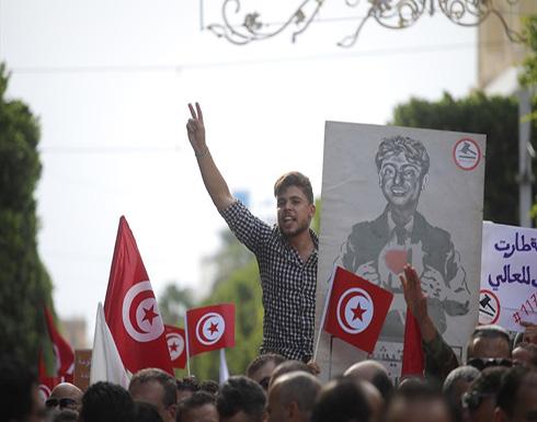"""مئات التونسيين يتظاهرون رفضا لقانون """"المصالحة الإداريّة"""""""