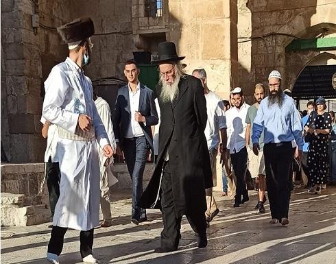 مستوطنون يقتحمون الأقصى وحالة توتر في القدس (شاهد)