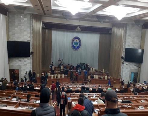 المعارضة القرغيزية تعلن سيطرتها على مقاليد الحكم