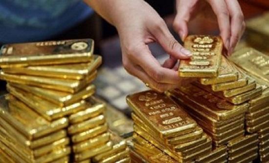 الذهب يتراجع 1% مع الإقبال على المخاطرة بفضل خطط تخفيف العزل