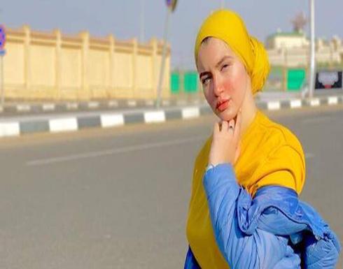 """انفعال والد الفتاة المشهورة بـ""""هرم مصر الرابع"""" داخل المحكمة بعد الحكم بحبسها عامين"""