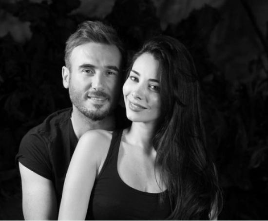 باسم مغنية يتغزل بزوجته الفائقة الجمال – بالصورة