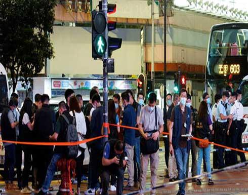 شاهد : طعن شرطي في هونغ كونغ