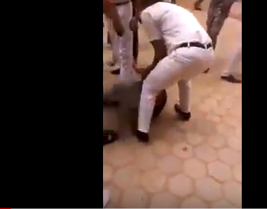 شاهد .. مشاهد صادمة لاعتداء عناصر الشرطة المصرية على المواطنيين