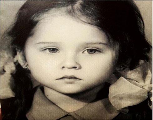 نجمة تبهر المتابعين بصورتها في طفولتها.. من هي؟