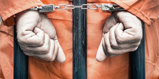 """حصول زعيم منظمة """"إرهابية"""" يونانية على إجازة من السجن يثير الجدل"""
