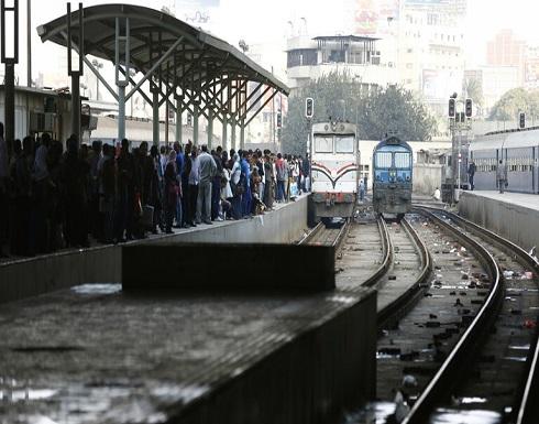 """شاهد : خروج عربتي قطار """"الإسكندرية - القاهرة"""" عن القضبان"""