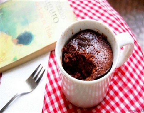 طريقة عمل كيك الشوكولاتة بدقيقتين في الميكرويف