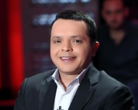 لن تصدقوا كيف كان محمد هنيدي في طفولته.. شاهدوا كيف غازل نفسه!