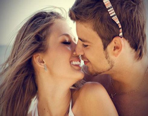 دراسة علمية تكشف أسباب أغلاق العين أثناء التقبيل