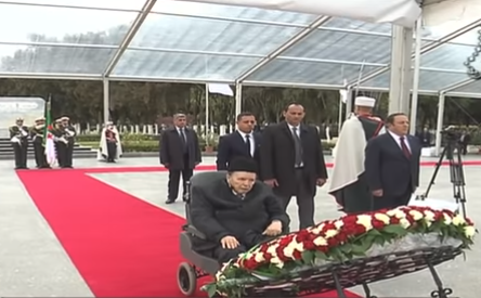 شاهد .. بوتفليقة يزور مقبرة الشهداء في ذكرى ثورة نوفمبر