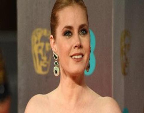 إيمى آدامز المرشحة لأفضل ممثلة على السجادة الحمراء لحفل جوائز البافتا