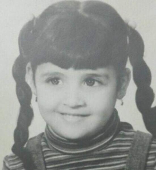 هذه الطفلة أصبحت اليوم نجمة من نجمات مصر.. خمّنوا من هي!!