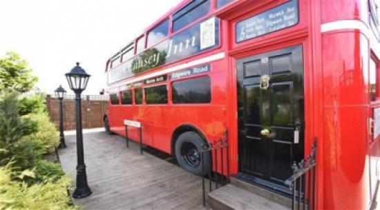 بالصور: تعرف على الحافلة التي تحولت إلى فندق صغير