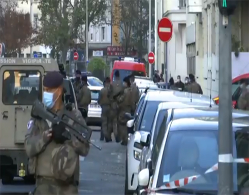"""الشرطة الفرنسية تتعامل مع """"حادث خطير"""" في ليون وأنباء عن إصابة كاهن .. بالفيديو"""