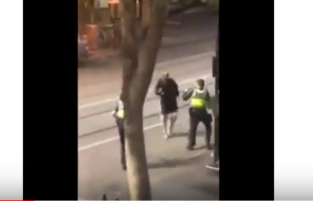 شاهد .. عملية طعن في مدينة ملبورن الاسترالية