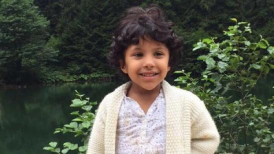 """بالصور: قصة """"سارة"""" اليتيمة وأمها بالتبني.. تدمي القلب"""