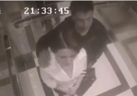 حاول التحرّش بفتاة في مصعد كهربائي .. فلقنته درساً لن ينساه!