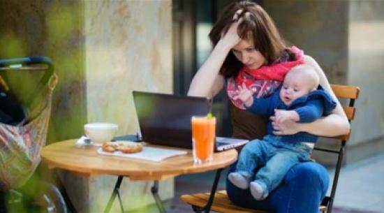 سلوكيات شائعة تقع فيها الأمهات لأول مرة