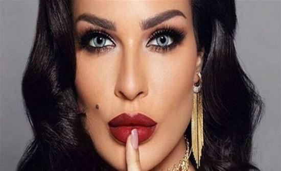 شاهد.. نادين نجيم تبكي على الهواء بعد الحديث عن طلاقها