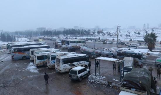 البرد يقتل طفلين بريف حلب ويفاقم أوضاع المهجرين
