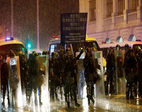 إصابة 15 شرطيا في اشتباكات مع محتجين في هونغ كونغ