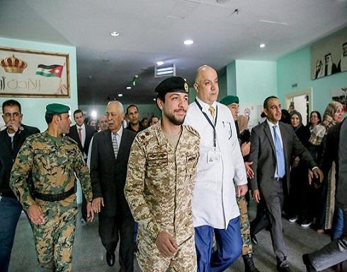 بالفيديو والصور : ولي العهد يزور مستشفى الأمير حسين