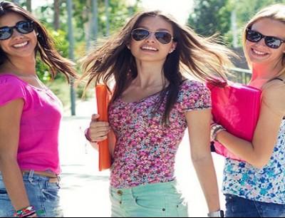مجموعة من الفتيات