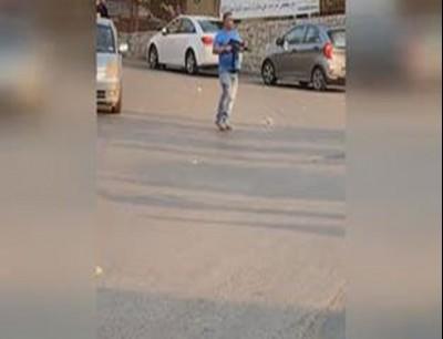 مسلح يطلق النار بين المتظاهرين