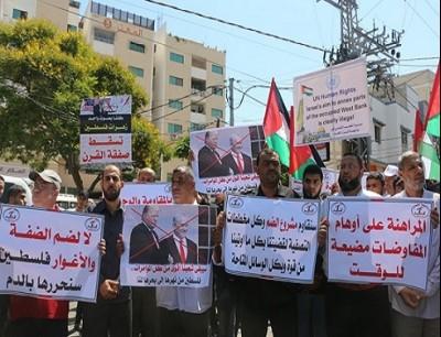 يخرج الفلسطينيون في احتجاجات شاملة بالضفة الغربية وغزة للتمسك بأرضهم ولمقاومة الاحتلال
