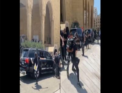 محتجون يعترضون موكب الحريري