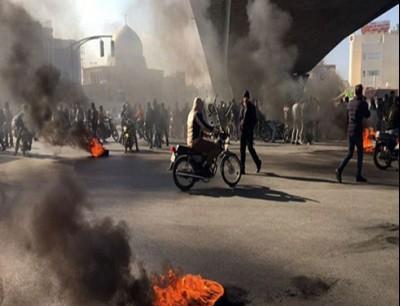 الاحتجاج يتواصل في إيران