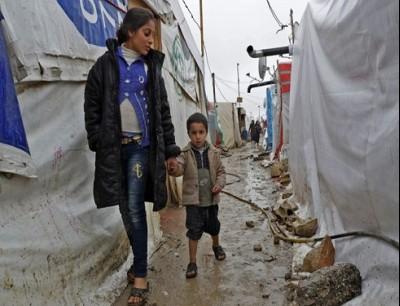 عرضت الصحيفة شهادات للاجئين سوريين من داخل المخيمات بلبنان