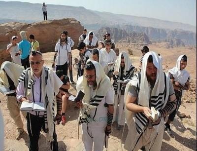صلاة اليهود في مقام النبي هارون