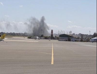 يتعرض المطار بشكل مستمر لقصف قوات حفتر