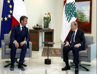 الرئيس اللبناني (يمين) خلال استقباله نظيره الفرنسي ببيروت