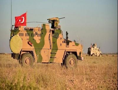 تعزيزات الجيش التركي على الحدود بين تركيا وسوريا