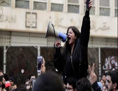 محتجون أمام مصرف لبنان