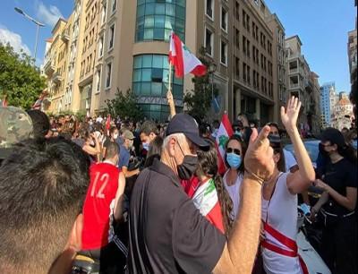 محتجون يقتحمون وزارة الاقتصاد اللبنانية