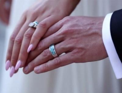 53e30dd84 بالصور: صيحة جديدة تستبدل خاتم الزواج... هل تجرأون على فعلها؟