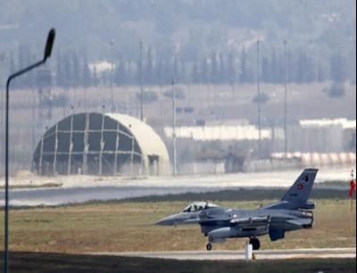 احدى طائرات سلاح الجو التركي في قاعدة انجرليك