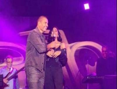 بالفيديو عمرو دياب يرقص مع دينا الشربيني على اغنيته بحبك انا