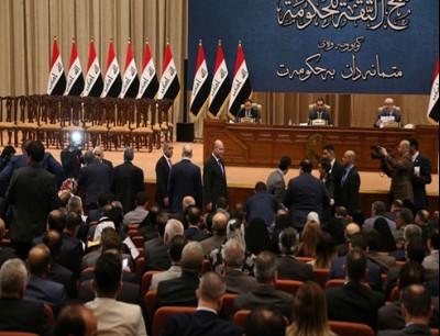 كان الصدر دعا قبل الجلسة إلى تأجيل التصويت على القانون