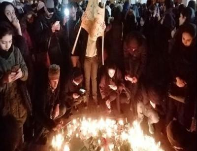 صور نشرتها وكالة فارس لتجمع طلابي في طهران حيث تم تمزيق صور قاسم سليماني - 11 يناير