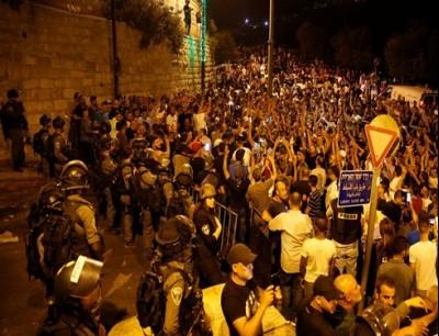 المصلون تجمعوا لأداء العشاء والتراويح الأخيرة في رمضان