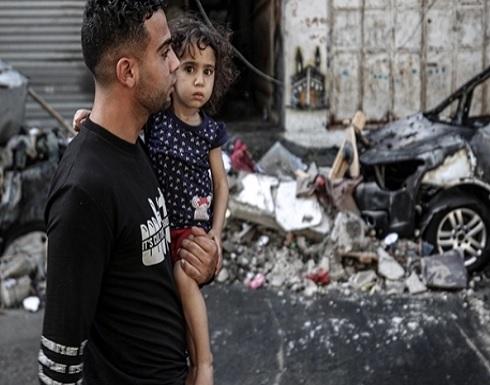 شاهد: عائلات بأطفالها تلجأ إلى مستشفى في غزة بعد تحذيرات الاحتلال بقصف منازلهم